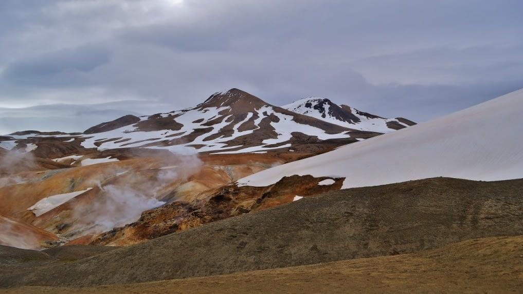 Hverabotn er háhitasvæði sem liggur í hjarta Kerlingarfjalla, undir Mæni.