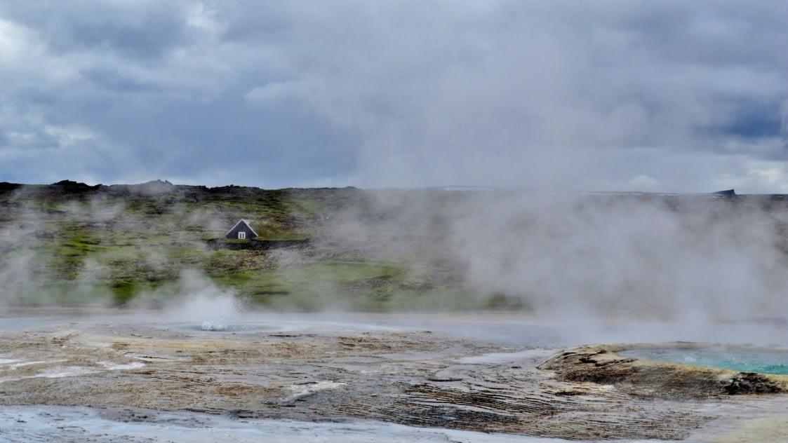 Hveravellir er jarðhitasvæði á milli Hofsjökuls og Langjökuls og algengur áningarstaður á leið yfir Kjöl.