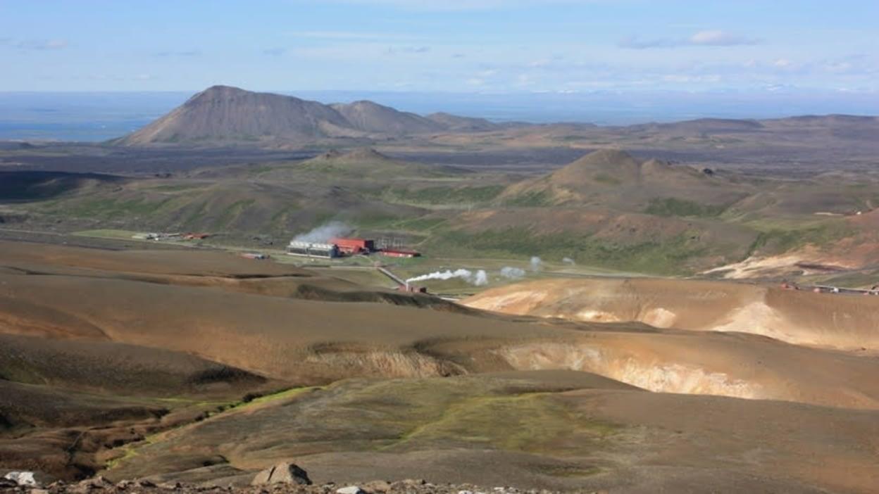 Krafla er megineldstöð og stór askja skammt norðaustur af Mývatni en þar hefur gosið nokkrum sinnum á nútíma og síðast árin 1975-1984.