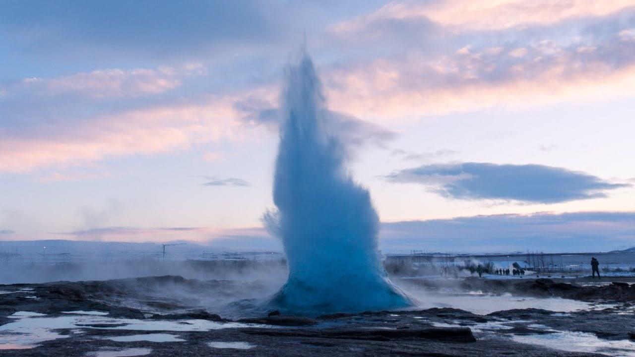 Strokkur er einstakur á heimsmælikvarða, hann er á Geysissvæðinu sem nú stendur til að friðlýsa, landvernd.is