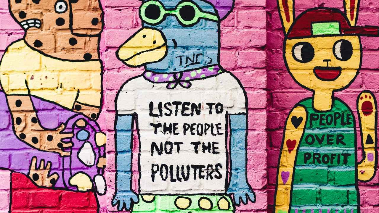 Vegglist, graffiti sem segir - Listen to the people, not the polluters - people ower profit. landvernd.is