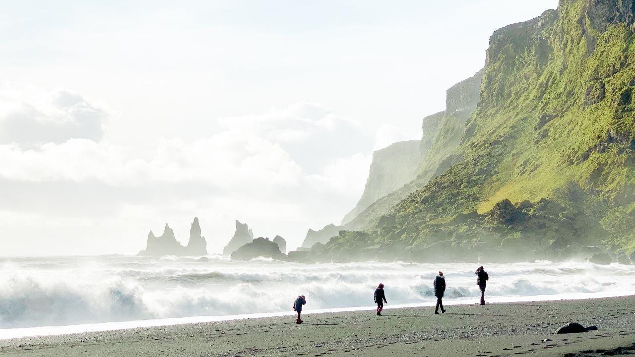 Fjara við Reynisfjall, séð frá Vík í Mýrdal. landvernd.is