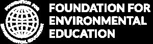 Merki FEE. Foundation for Environmental Education. FEE heldur úti verkefnum líkt og Grænfánanum og bláfánanum á alþjóðavísu.