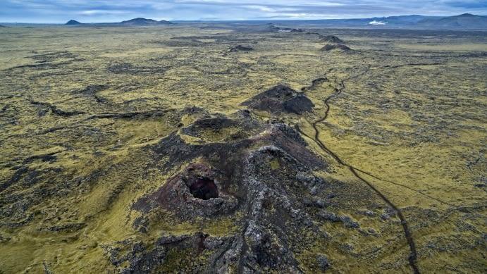 Eldvörp er gígaröð á Reykjanesi sem má teljast glæný á jarðfræðilegan mælikvarða. Þau eru í nýtingarflokki.