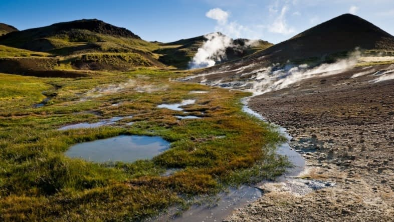 Grændalur er hverasvæði sem liggur til norðurs upp af Ölfusdal