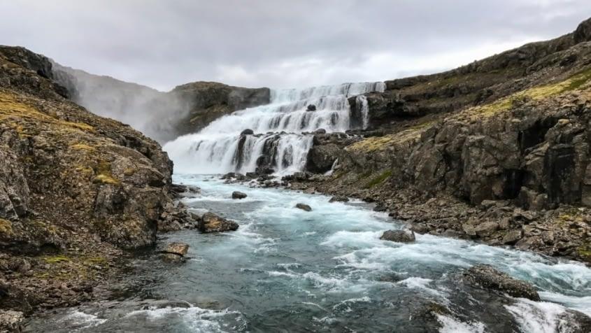 Hvalá, Rjúkandi og Eyvindarfjarðará eru hluti víðáttumikillar landslagsheildar sunnan Drangajökuls sem falla í Ófeigsfjörð og Eyvindarfjörð.