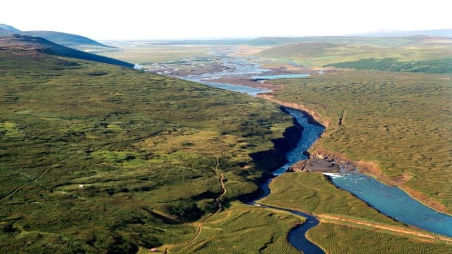 Eyjadalsá rennur í Skjálfandafljót sem er eitt stærstu jökulvatna landsins og er vatnasvið þess enn óraskað.